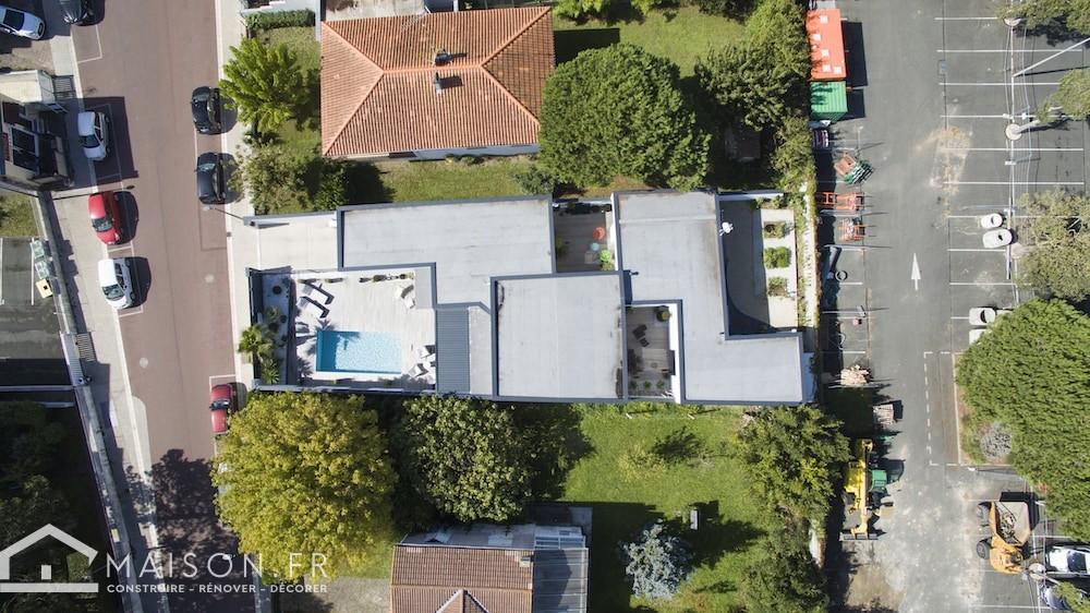 villa-balneaire-a-toit-plat-et-plan-en-L-43